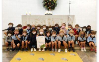 Infantil en la capilla del colegio